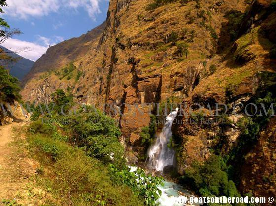 trekking annapurna circuit, nepal, budget backpacking