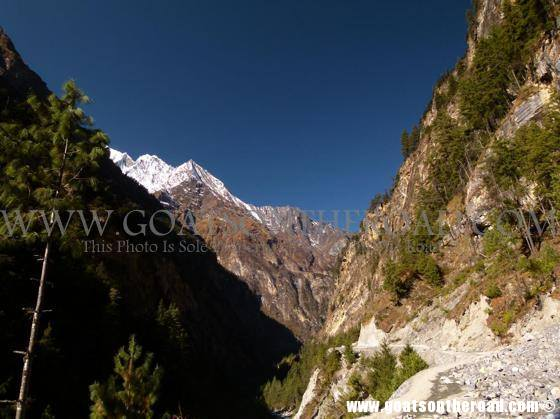 trekking the annapurna circuit, budget backpacking