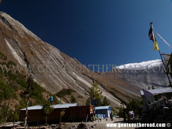 trekking the annapurna circuit, budget backpacking