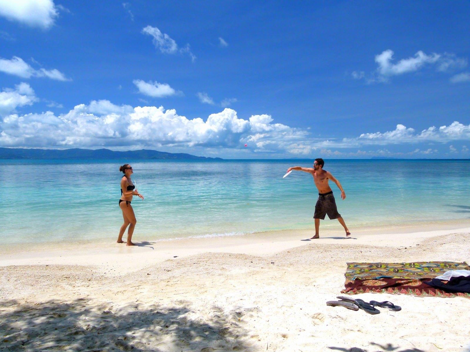 28 Fun Beach Games for Adults & Kids - IcebreakerIdeas
