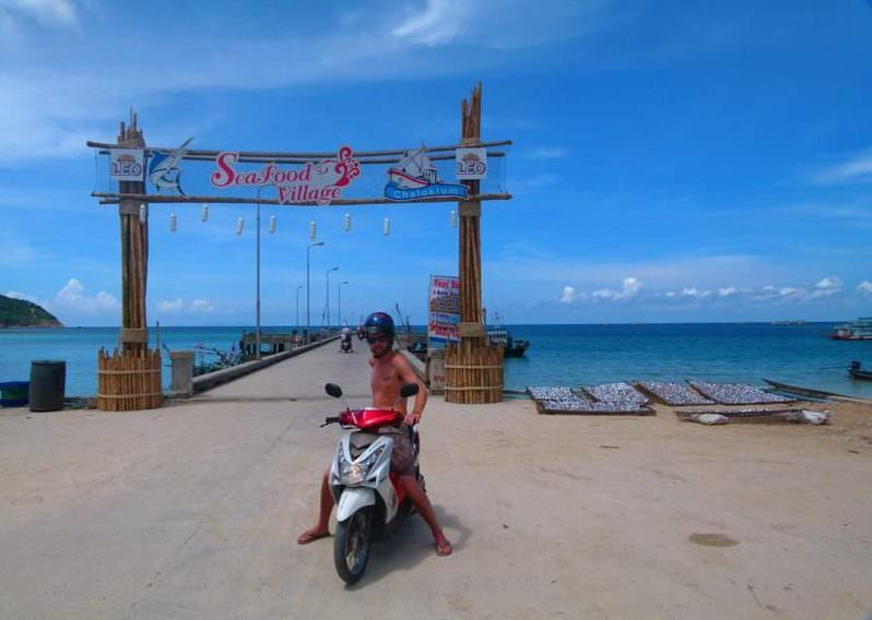 backpacking thailand renting a motorbike