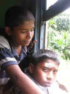 Sri Lankans backpacking sri lanka