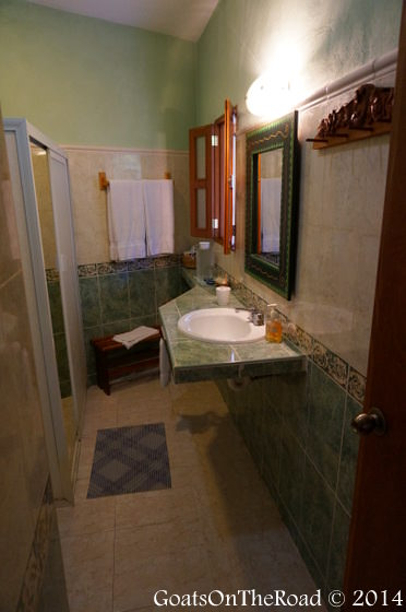 casa quetzal bathroom