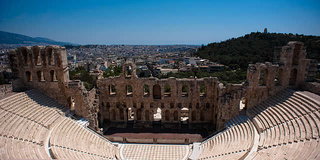 640px-Athens_cityscape_from_the_Odeon_of_Herodes_Atticus._Athens,_Greece