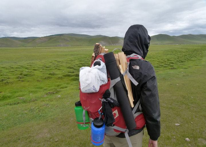 choosing a backpack for hiking and travelling