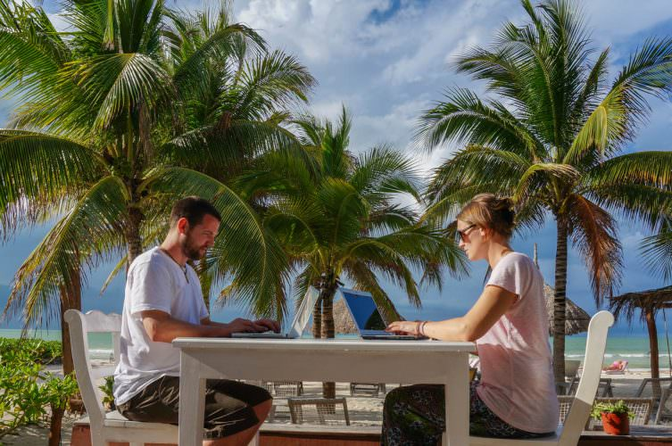 become a digital nomad to make money online