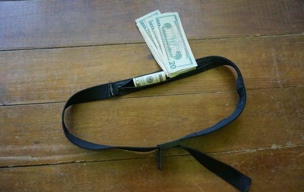 money belt stay safe travelling