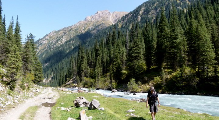 backpacking in kyrgyzstan