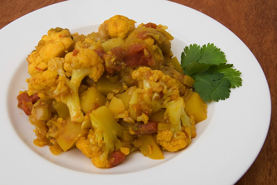 best vegan food in india try Aloo gobi made from cauliflower