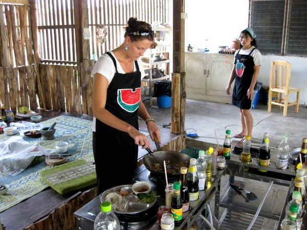 cooking class things to do in thailand travelling as a couple