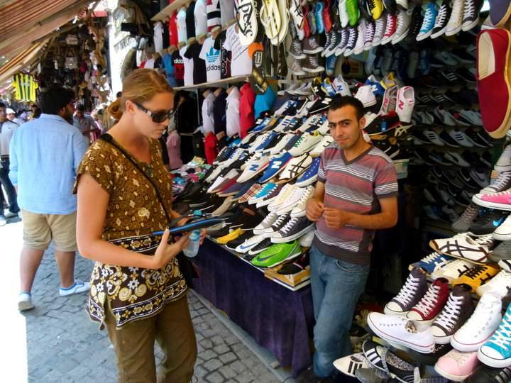 Digital Nomad Market Shopping