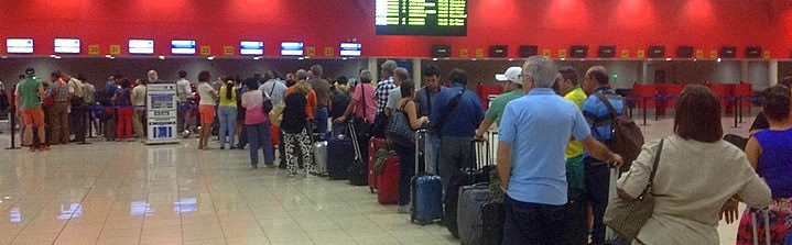 Long Lines While Travelling Cuba Independently