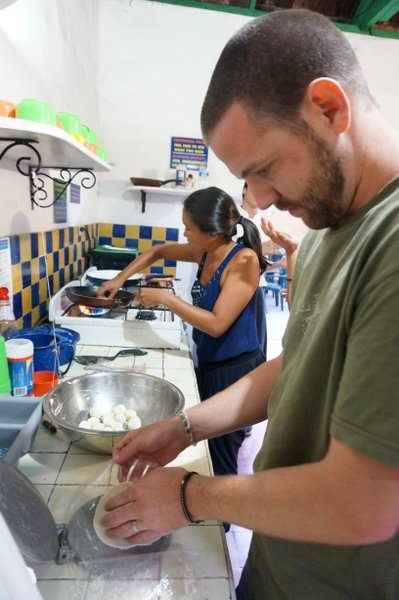 nomadas hostel cooking