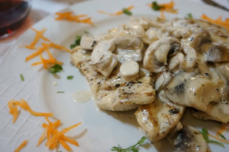 albanian food grilled chicken with mushrooms