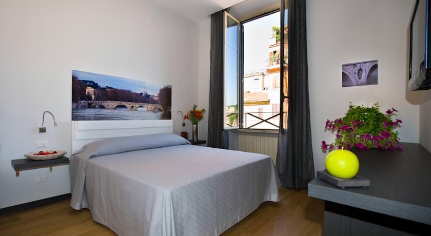where to stay in rome Finestra Su Trastevere