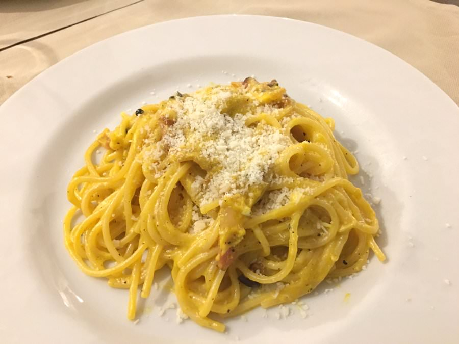 what to eat in rome italy spaghetti carbonara