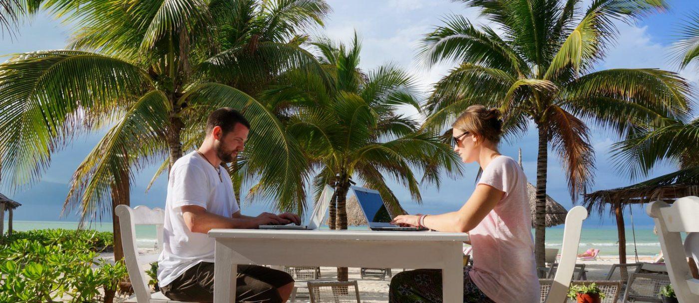 travel blogging digital nomad