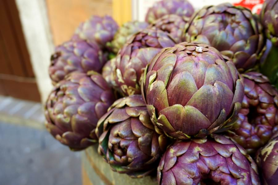 travel to italy seasonal food artichokes in rome