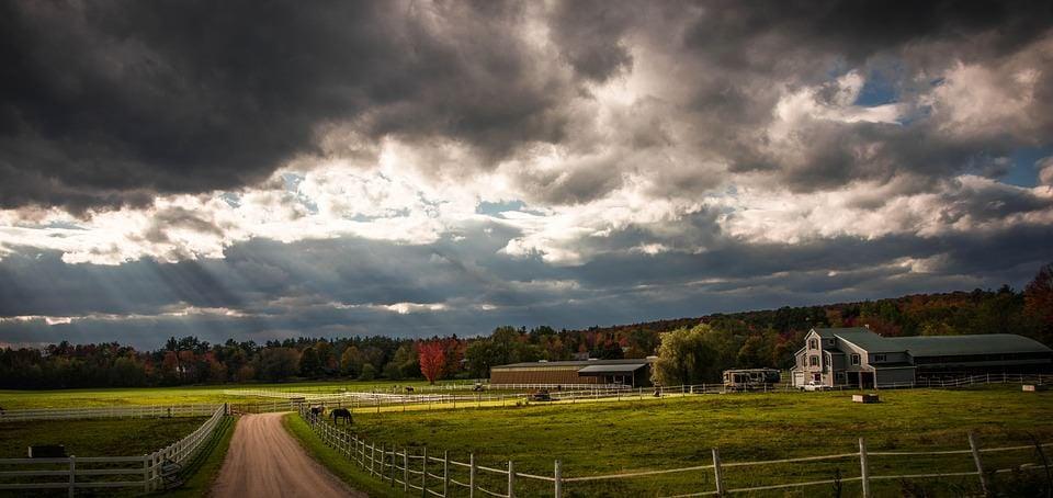 https://pixabay.com/en/vermont-farm-farmland-foliage-fall-482945/