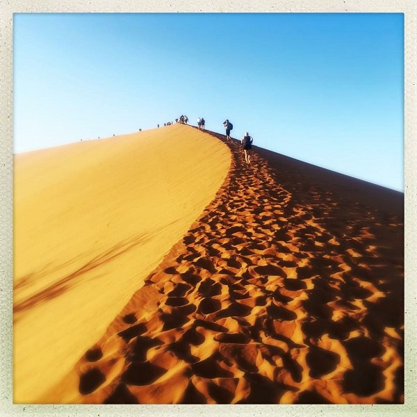 travel to namibia dune hiking