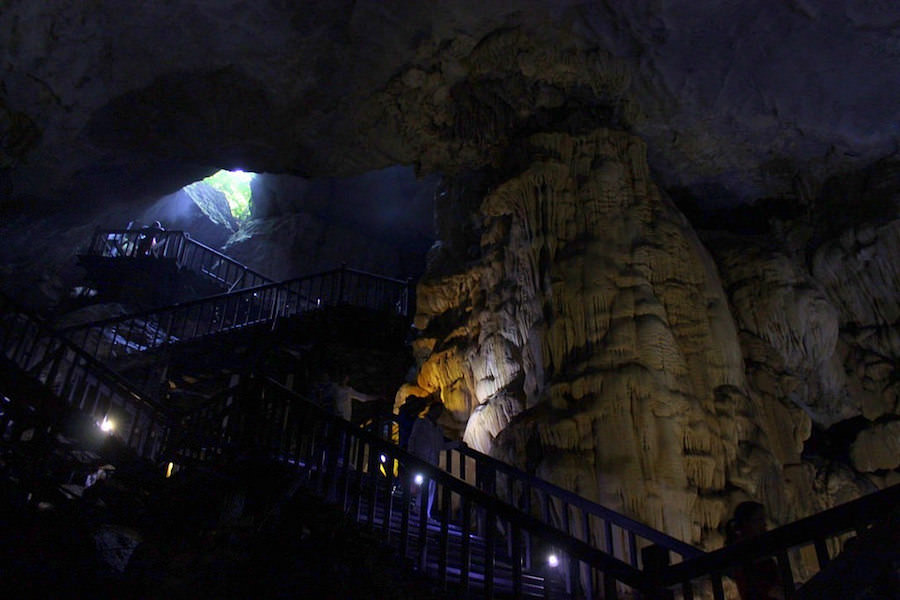 travle to Pradise Cave, Vietnam