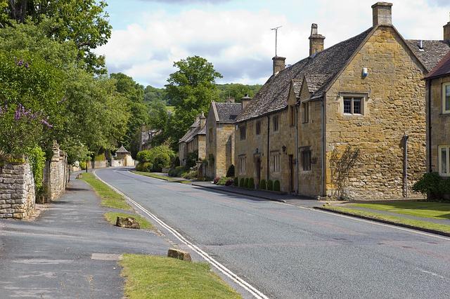 cotswold-village-street-808320_640