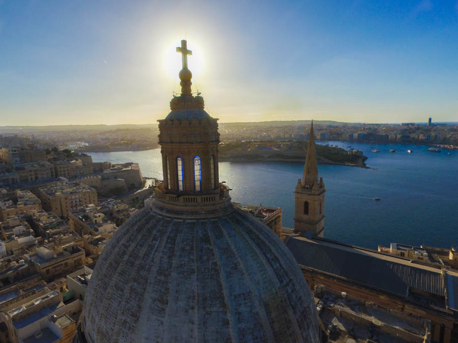 travelt to sliema malta church in valletta