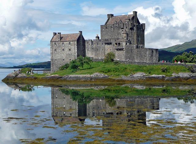 eilean-donan-castle-650681_640