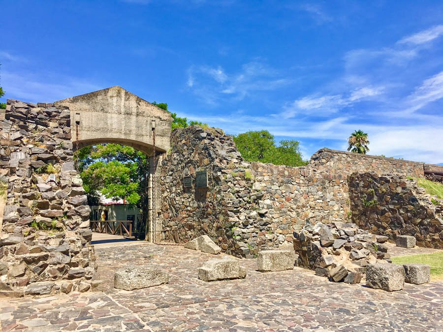 travel to colonia uruguay