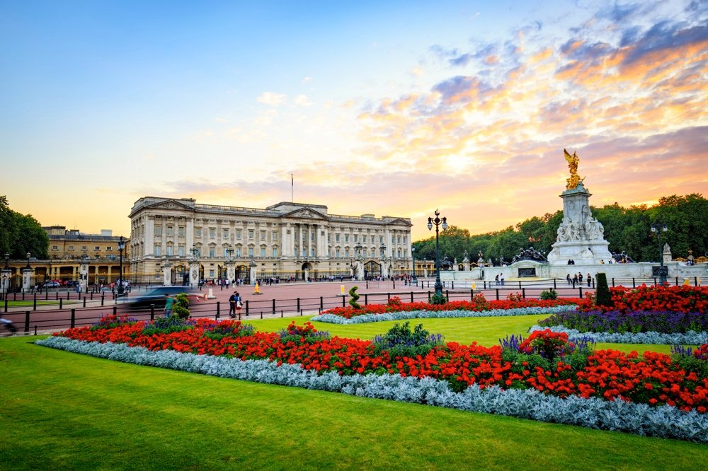 buckingham palace travelling london