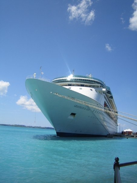 working on a cruise ship around the world make money for travel