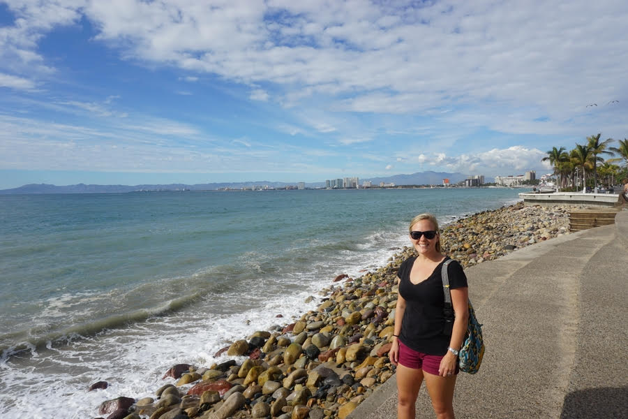 how to travel as an online english teacher and make money
