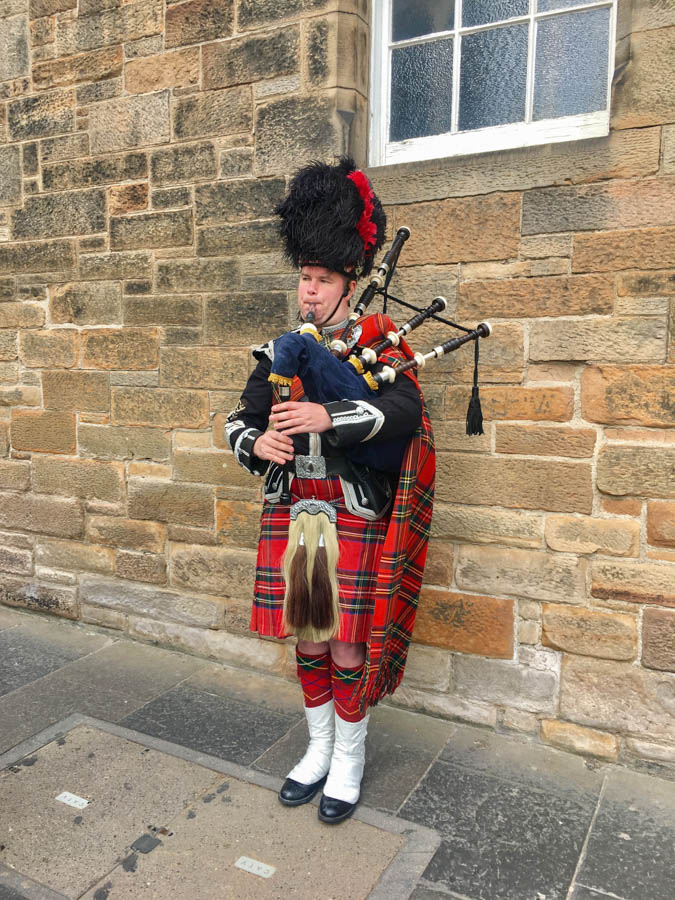 travel to scotland bagpipes