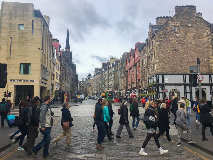travel to edinburgh free walking tour