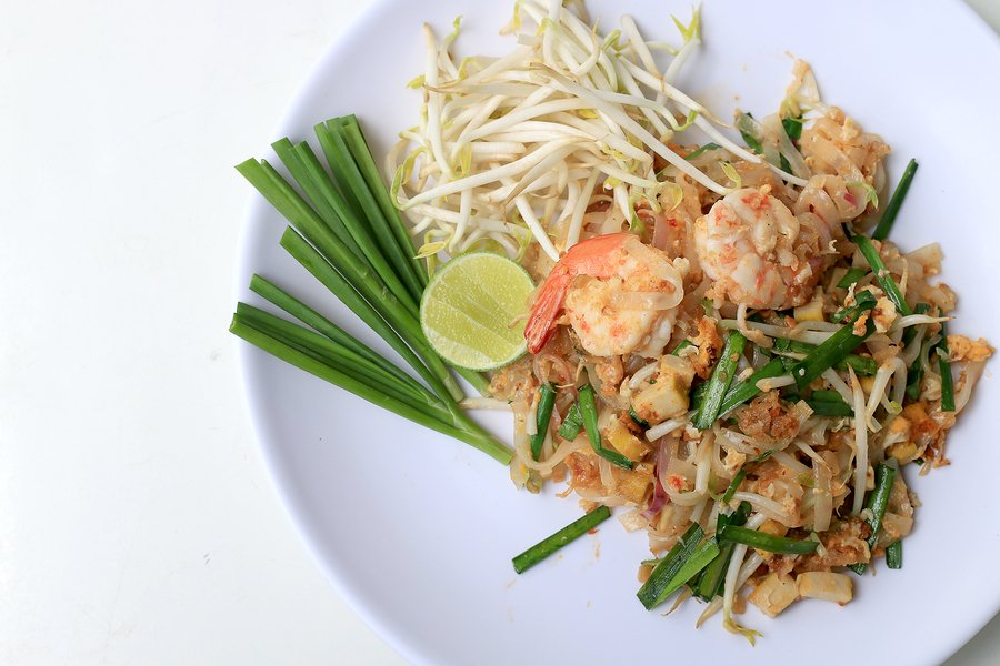 must try food in thailand pad thai