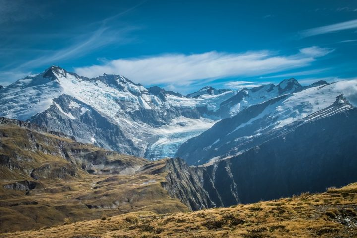 New Zealand Country Guide. Hiking in Mount Aspiring National Park. Photo by beardandcurly.com.