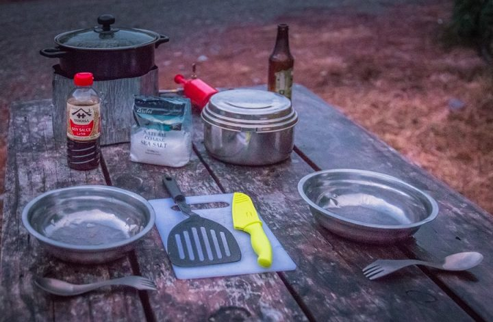 New Zealand Country Guide. Camping essentials are important to stock up before a road trip in New Zealand. Photo by www.beardandcurly.com.
