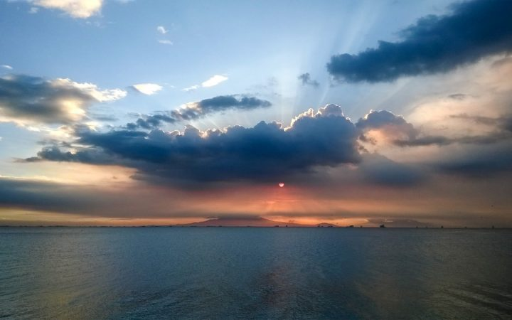 Sunset over Manila Waterfront - Top 8 places to visit in Manila
