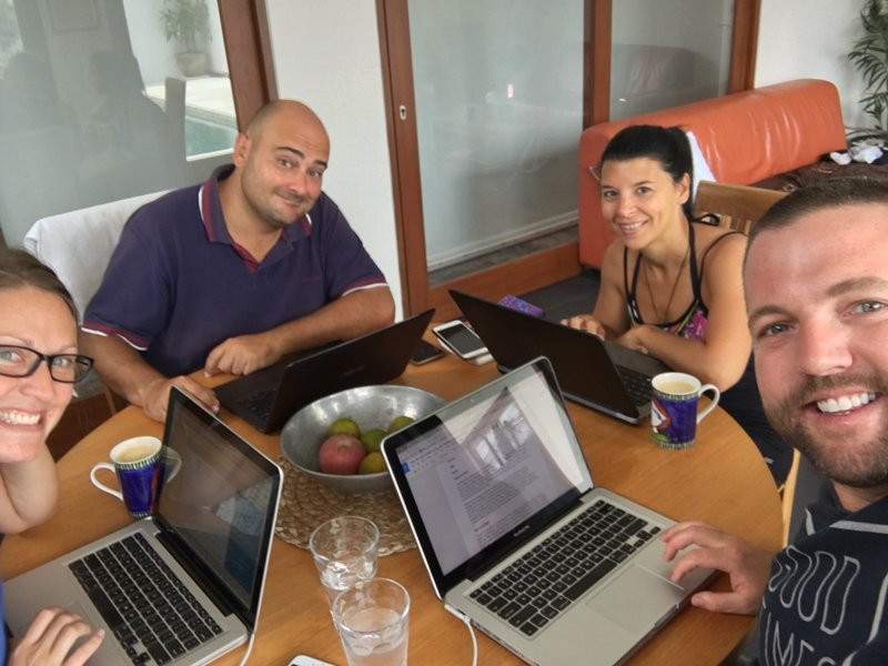pros and cons of being a digital nomad working together