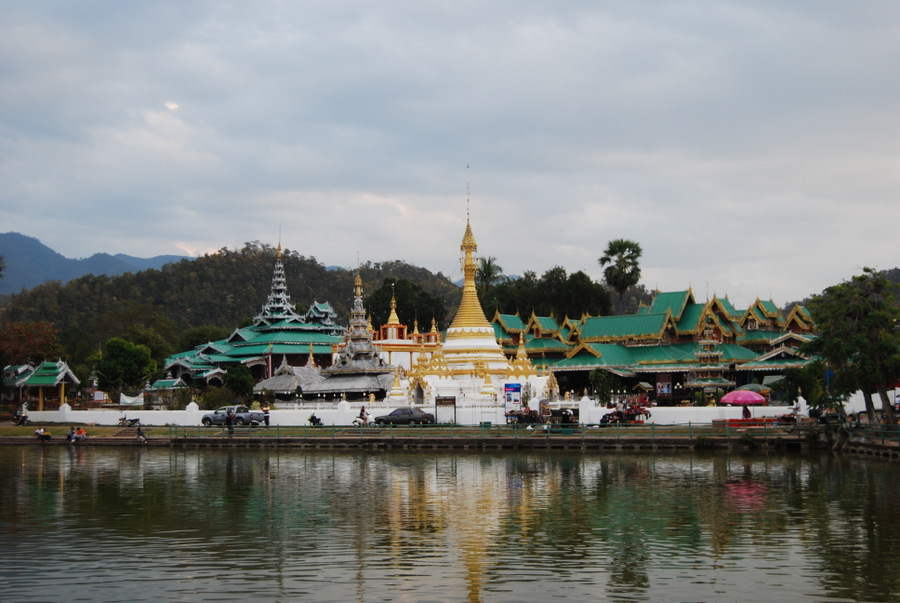 mae hong son is one of the best places to visit in thailand temples