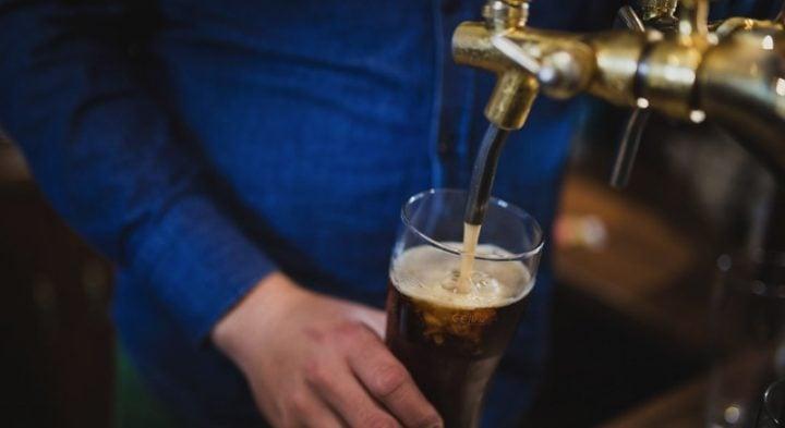 Travel Jobs Make Money As a Bartender