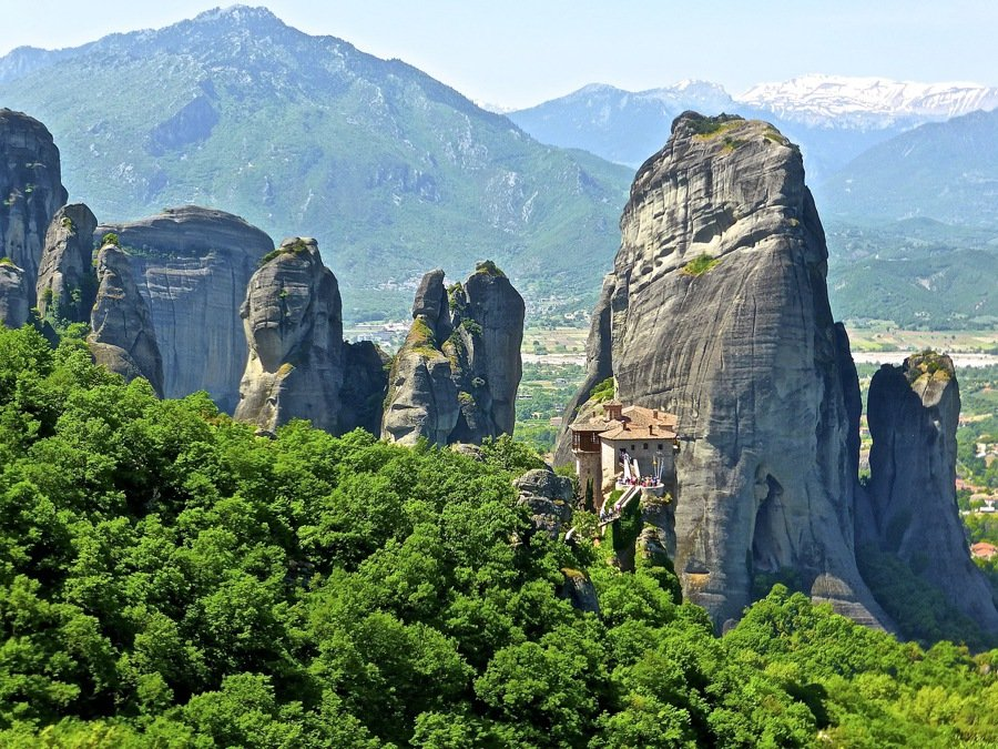 guide to the meteora monasteries in greece