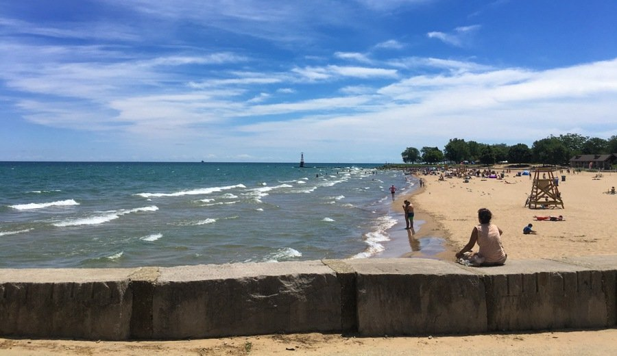 lincoln park beaches in chicago. swimming is one of the best things to do in chicago