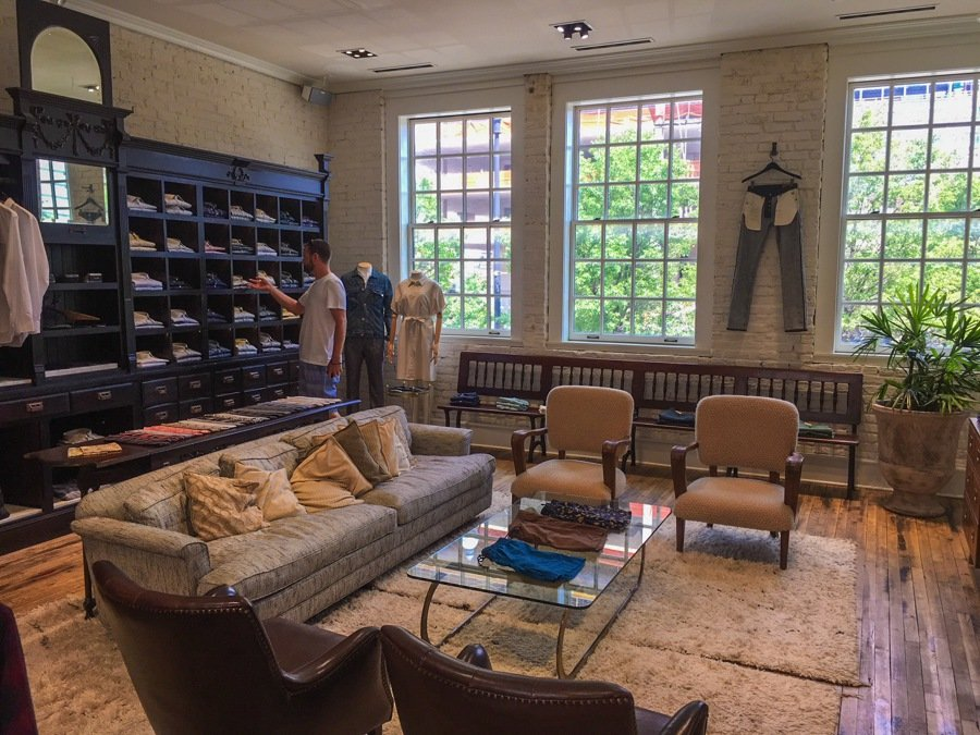 boutique shopping is one of the best things to do in chicago