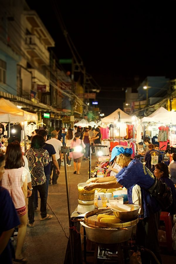 best things to do in chiang rai visit a market
