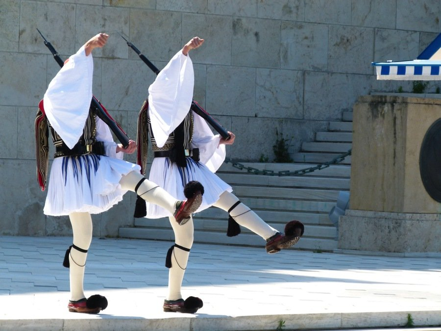 watching changing of the guards best things to do in athens