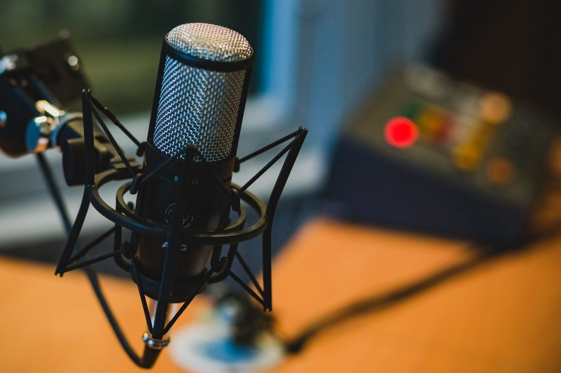 How to make money online creating a podcast
