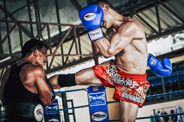 muay thai fighting in phuket