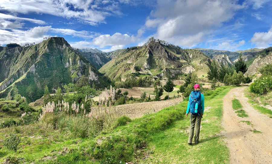 hiking on the quilotoa loop ecuador