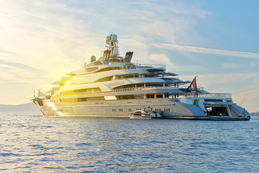 a guide to finding yacht jobs